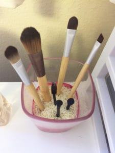 How to Organize Makeup Brushes on a Budget